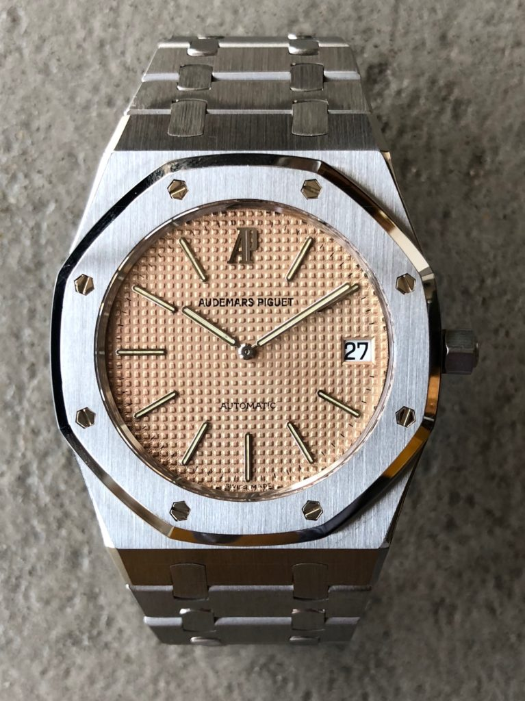 ea046dc3d1c ... of the Royal Oak, it was released in a 1000 pieces limited edition. Out  of these 1000, some where made in 18kt yellow gold and a few in platinum,  ...